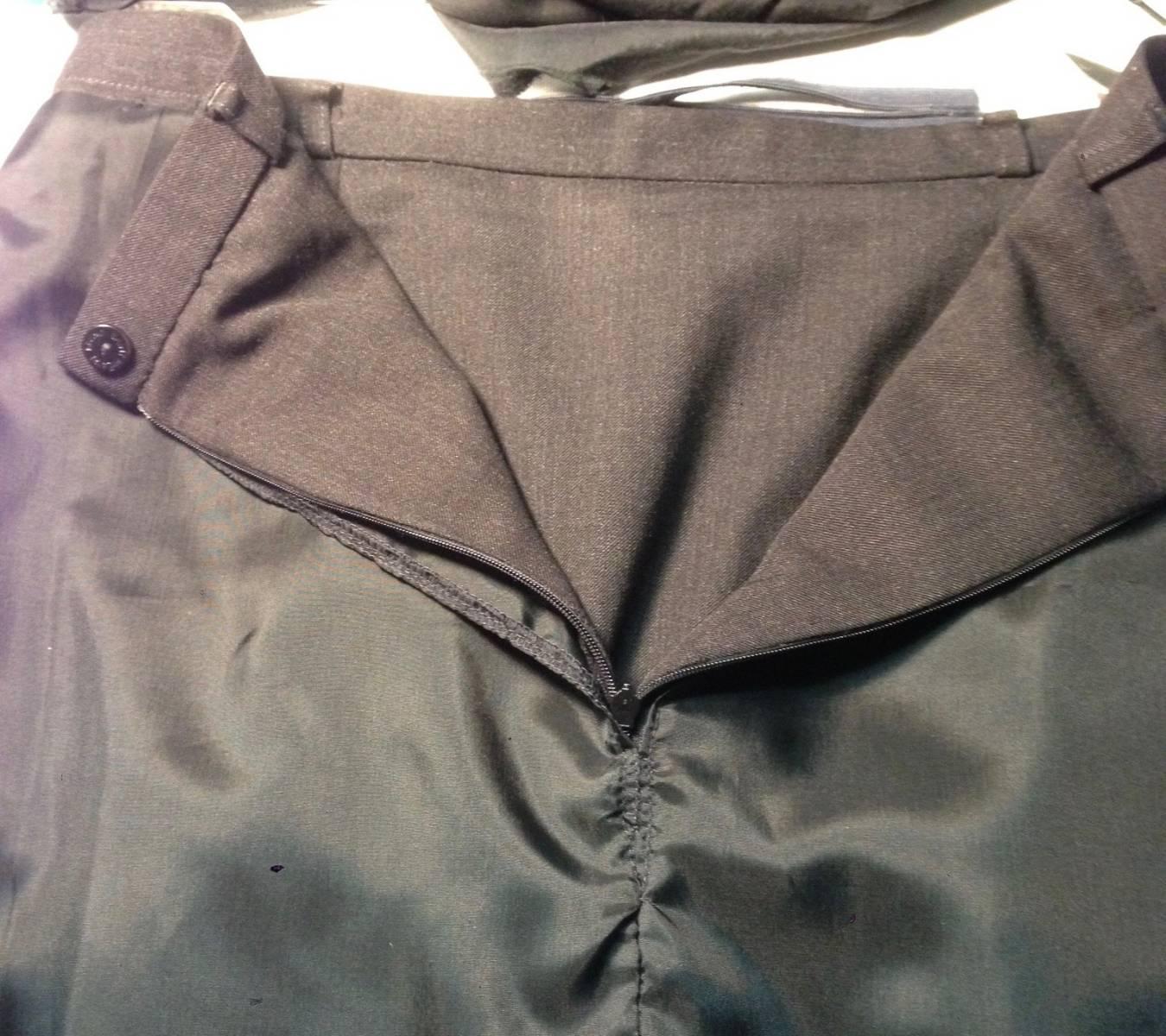 Remplacement de fermeture éclaire invisible sur jupe avec changement de doublure